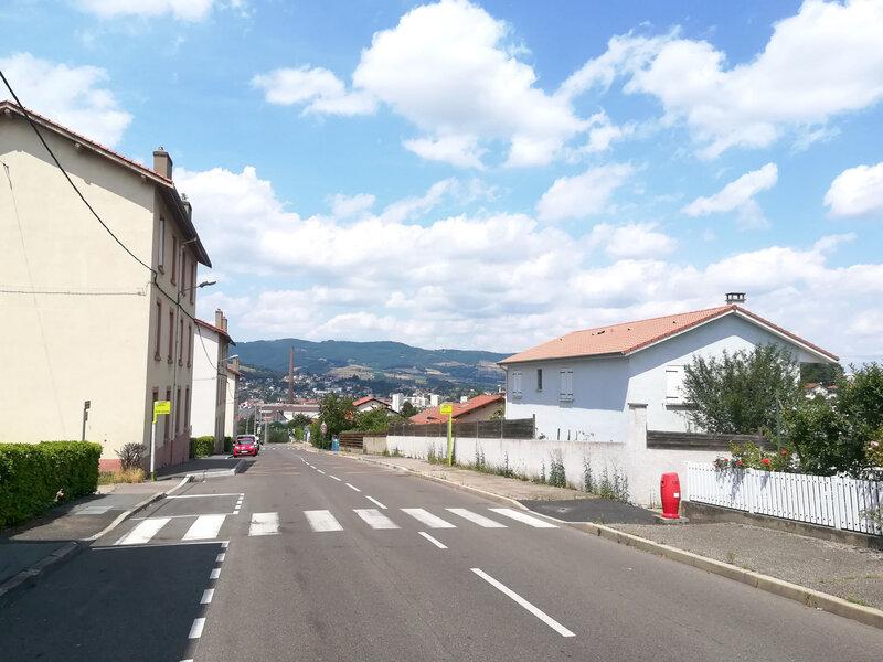 la cheminée desd Aciéries vue de la rue de la Haute-Garenne, 21 juillet, 14 h 1