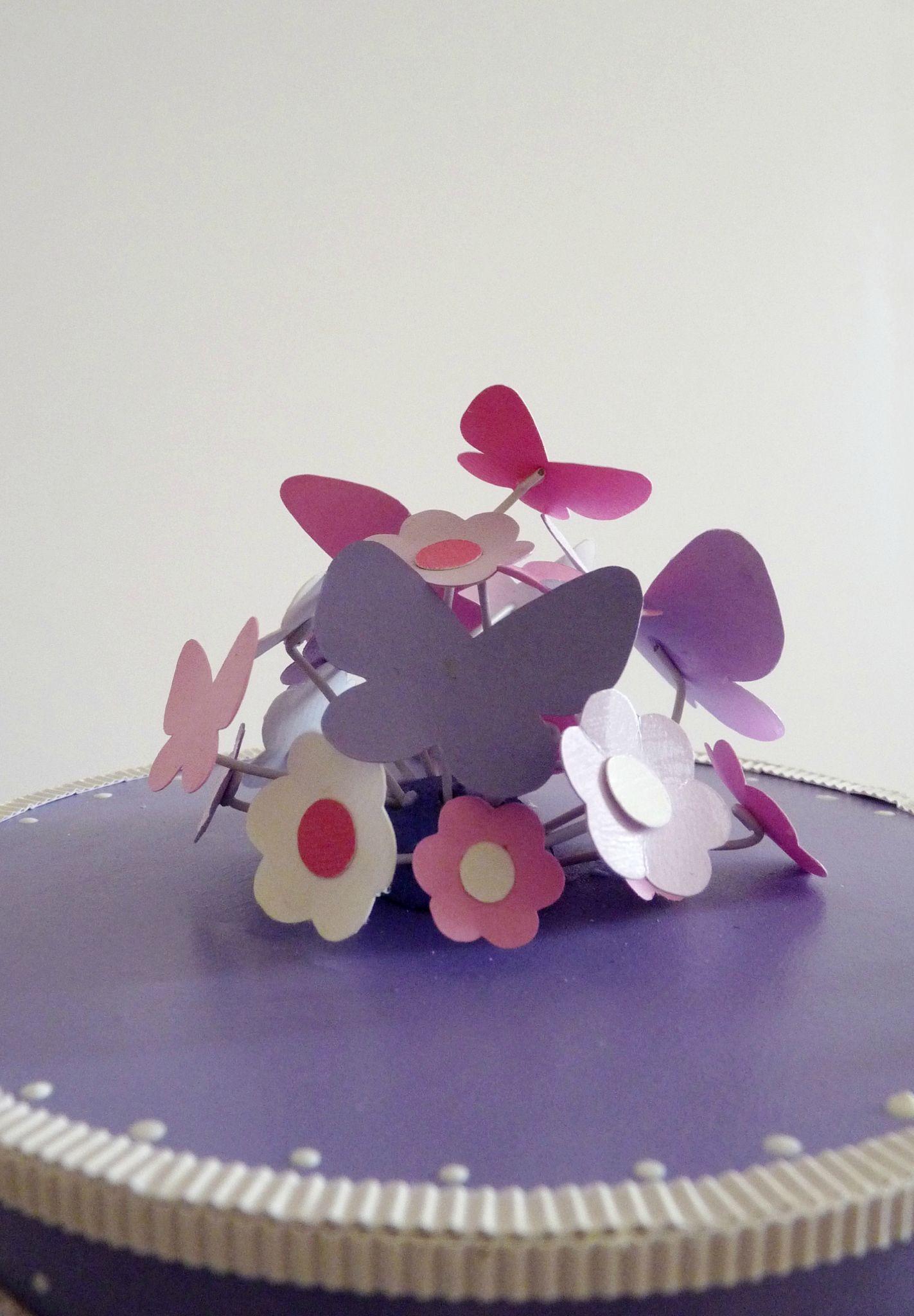 Détail, gâteau d'anniversaire papillons