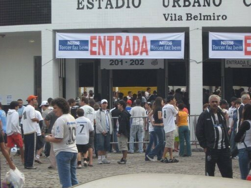 avant match devant le stade la Vila Belmiro