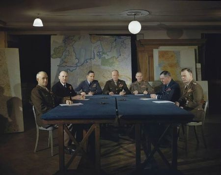 759px-Meeting_of_the_Supreme_Command