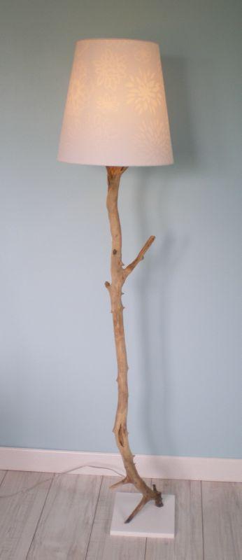 lampe bois flott et galets la belle au bois flotte. Black Bedroom Furniture Sets. Home Design Ideas