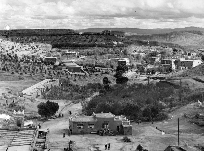 photo 5 vue des commerces vers le village européen, cliché Pigneux Marrakech 1954