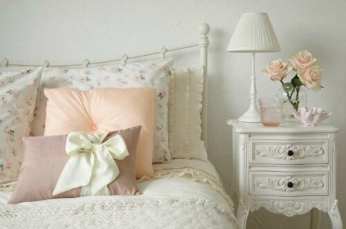une chambre de r ve romantique souhaits blanc poudr blog. Black Bedroom Furniture Sets. Home Design Ideas