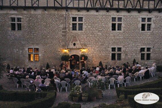 CASTELNAU_DE_MONTMIRAL_Chateau_de_MAYRAGUES_concert_au_temps_de_Paganini_du_27_juillet_2015_