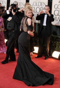 renee_zellweger_arrives_at_the_66th_annual_golden_globe_awards_02_122_1168lo