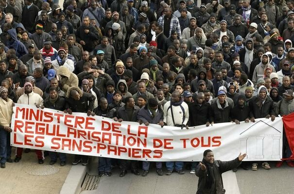 92185_several-hundred-illegal-foreign-workers-who-live-in-france-without-residency-papers-march-with-banner-at-a-protest-march-in-paris