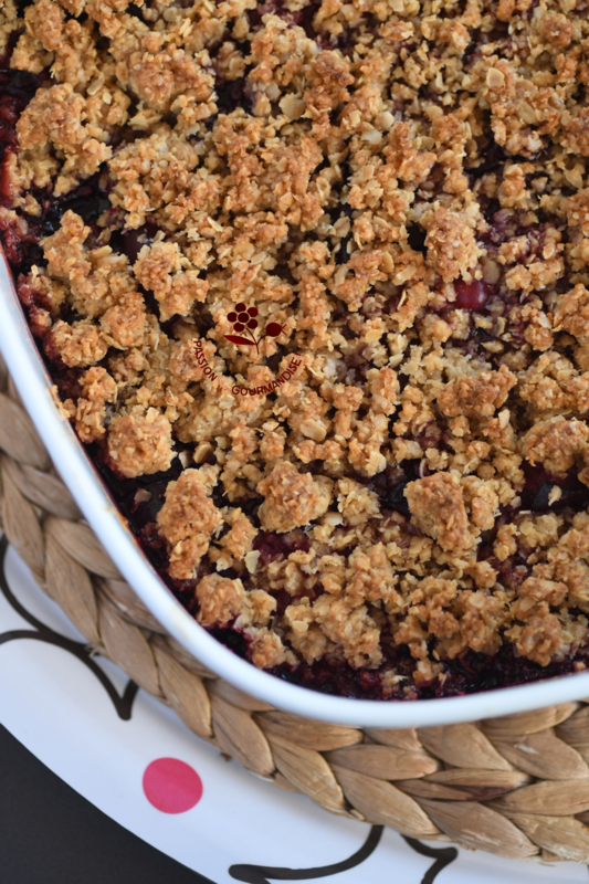 Crumble prune rouge, cassis, groseille_1