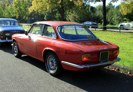 Alfa_Romeo_GT_1600_junior__Retrorencard_octobre_2010__02