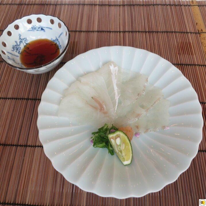 Sashimis de bar finement tranchés (1)