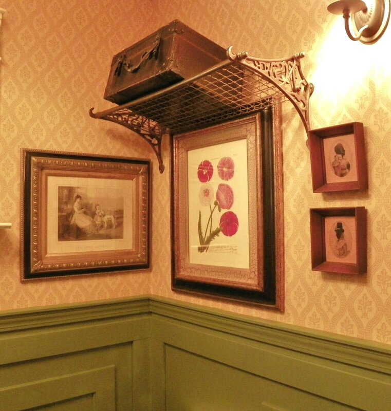 chez brambly little WC and little hall (2)