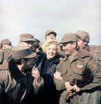 1954_02_korea_visiting_turkish_soldiers_04
