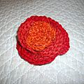 Broche rose au crochet