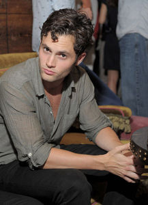 Lacoste_L_VE_At_The_Rose_Bar_At_Gramercy_Park_Hotel_September_8_2010_penn_badgley_15428915_433_600