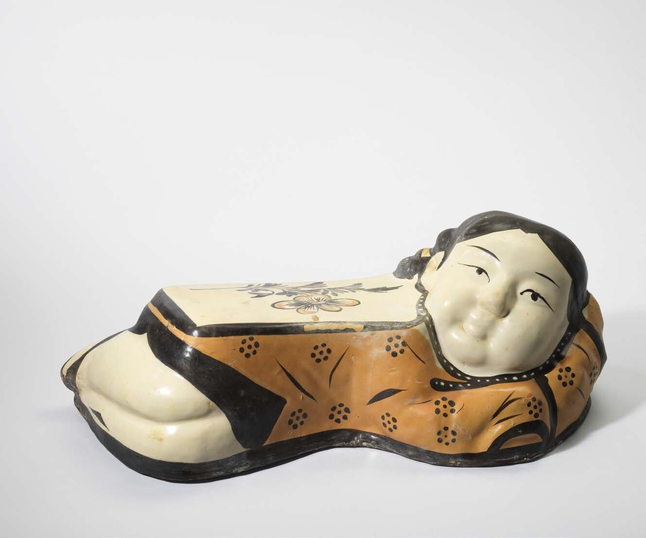 A Changzhi painted lady-form pillow, Jin dynasty (1115-1234) (2)