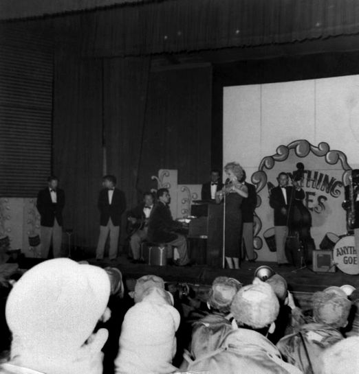 1954-02-19-korea_daegu-inside-stage-011-3