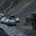 Le col est passe, la route est fermee, les tadjikes attendent...