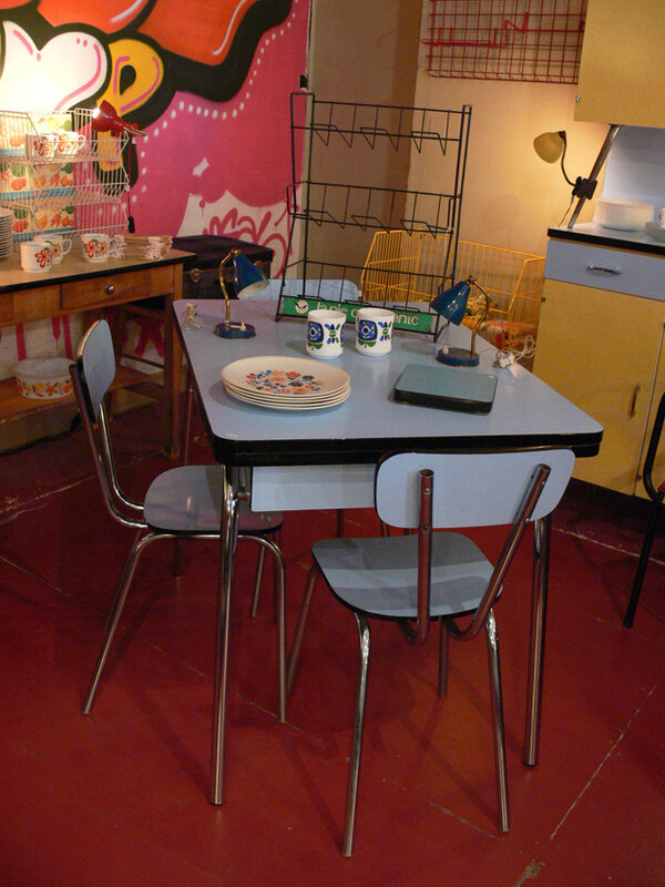Table Formica Bleue