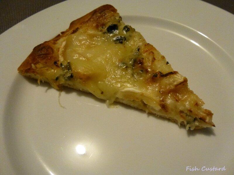 Pizza épaisse au chèvre et au bleu (6)