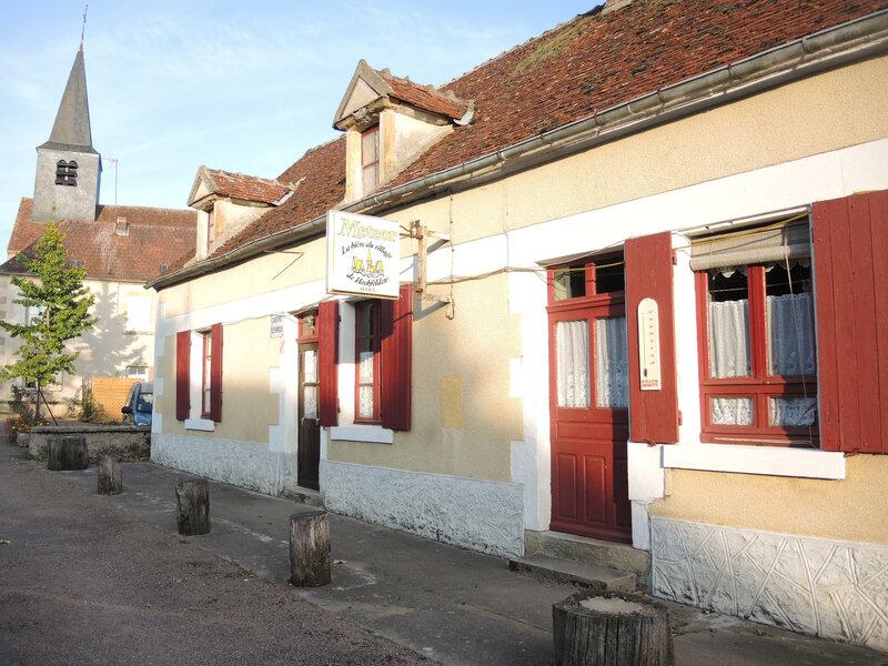Dompierre-sur-Nièvre, bar Chez Titine