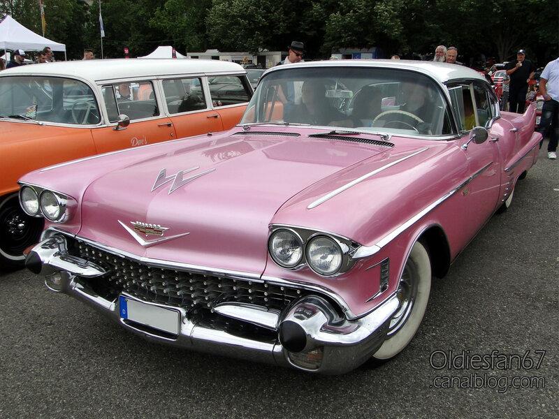 Cadillac series 62 De Ville hardtop sedan Continental Kit-1958-01