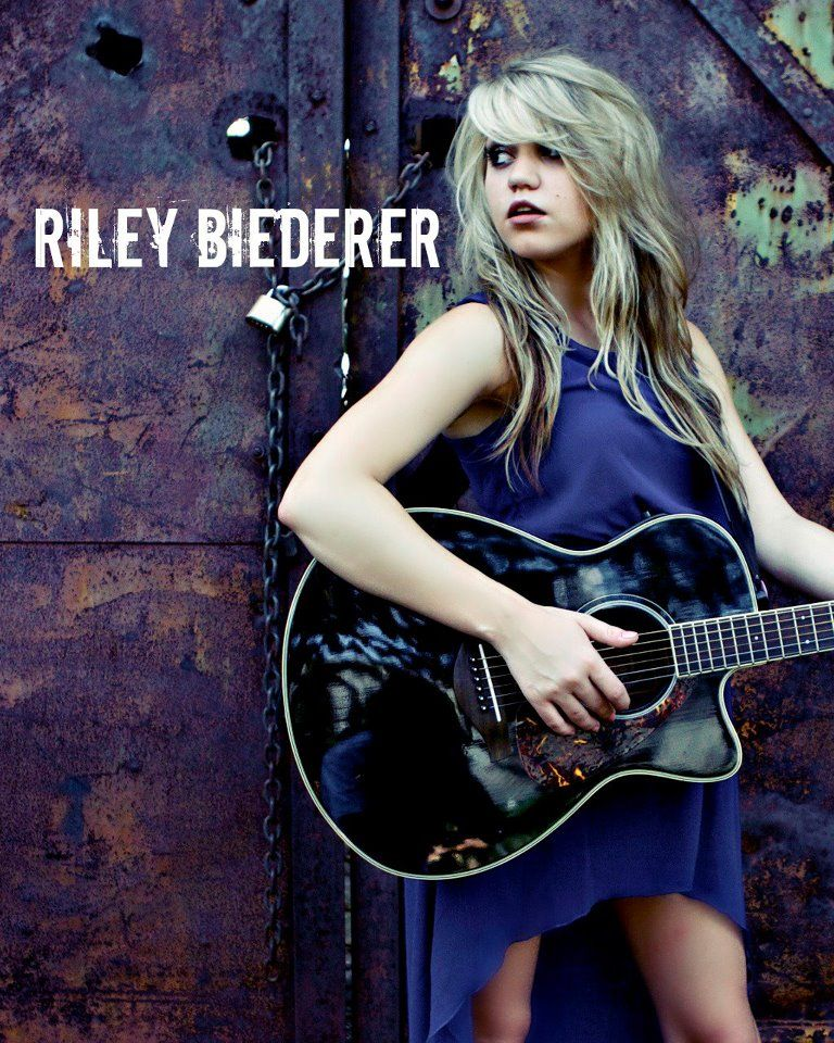 Riley Biederer (4)