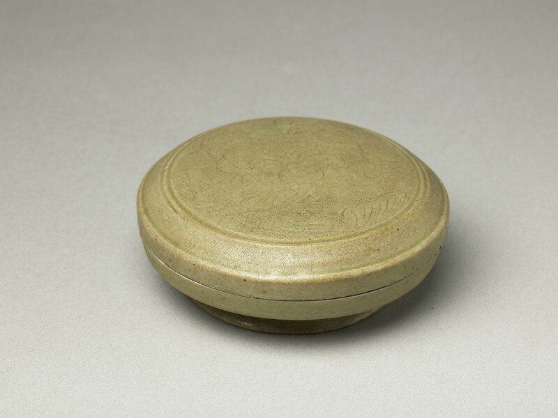 Greenware circular box and lid with flower decoration, Yue kiln-sites, 10th century, Five Dynasties Period