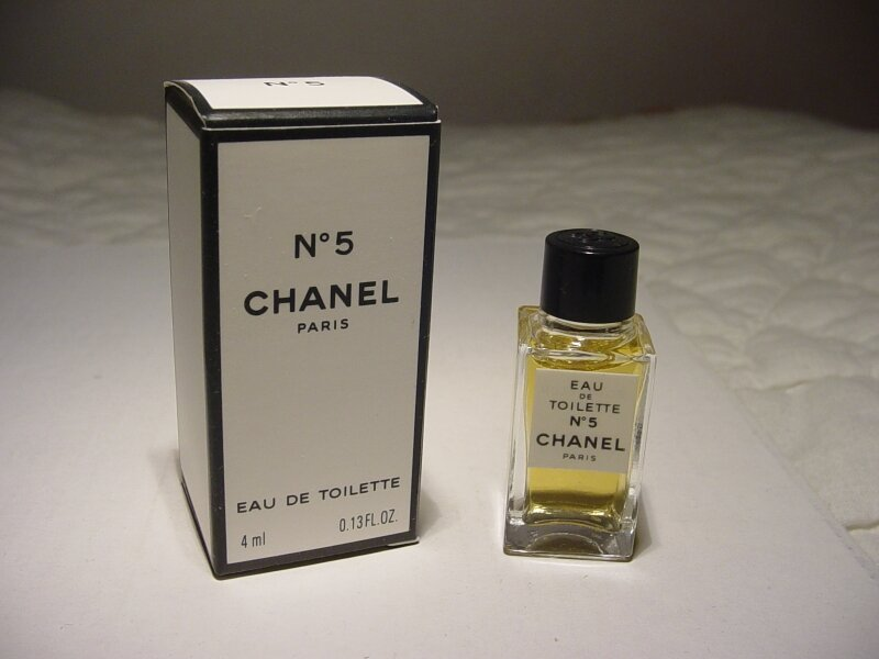 CHANEL-N°5-CARRE