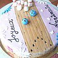Gâteau d'anniversaire au chocolat et décoration bowling