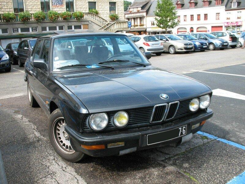 BMW520iE28av1