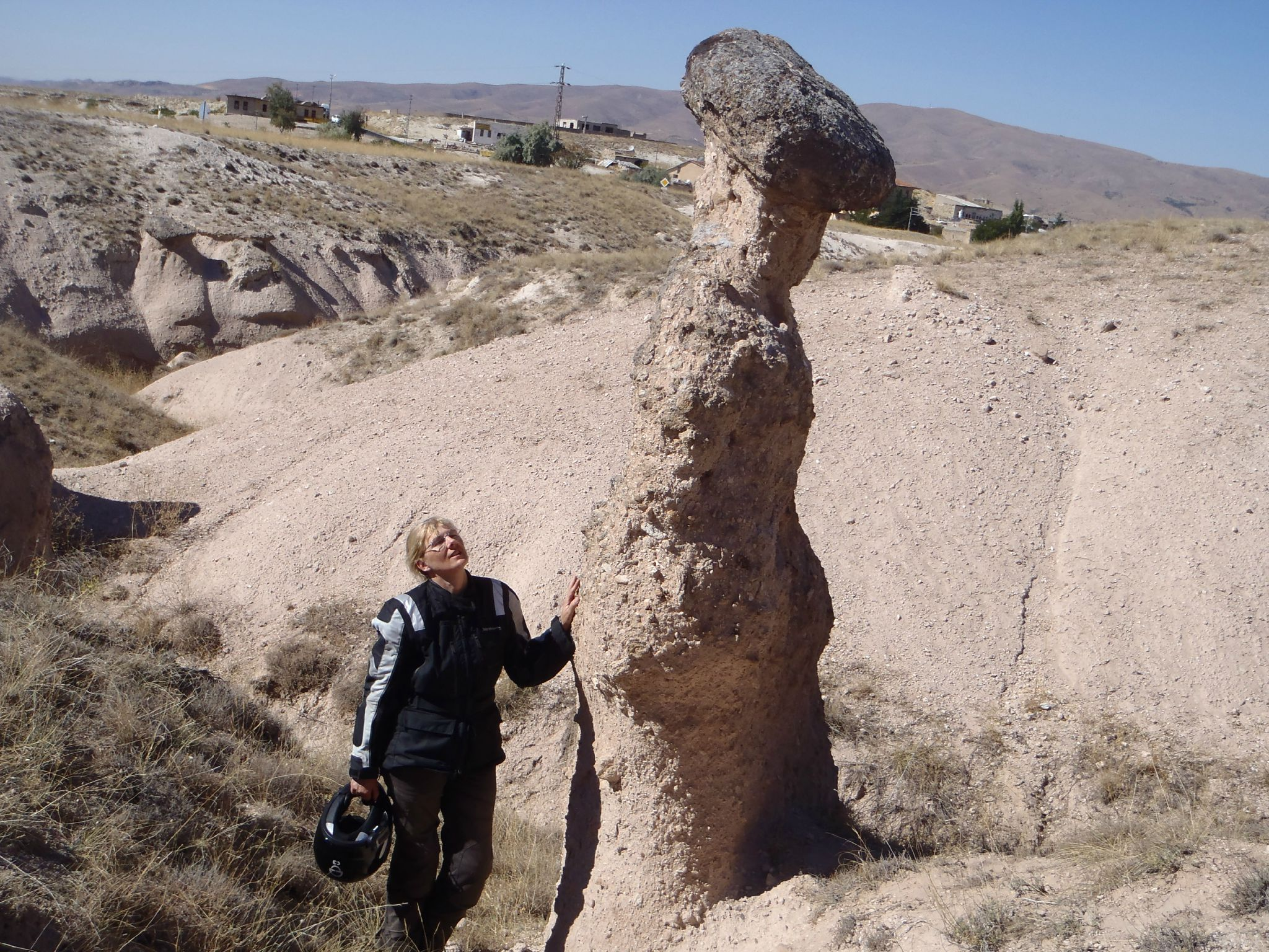 turquie cappadoce petite cheminée naissante