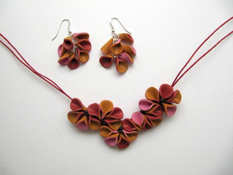 1611 collier fleur +boucles