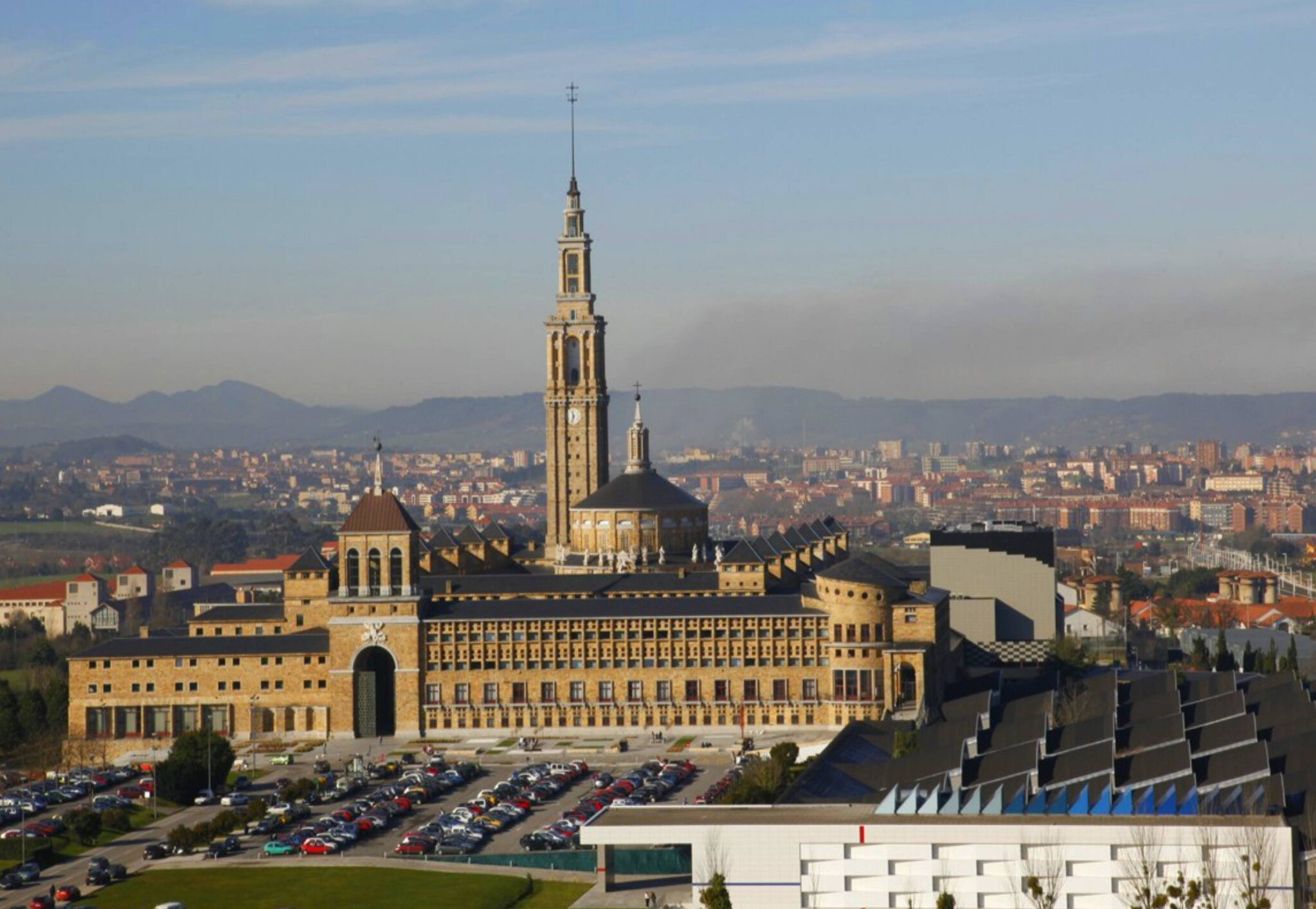 Universidad Laboral à Gijón : l'édifice de tous les records