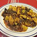 Poulet aux blettes et pommes de terre à la tomate