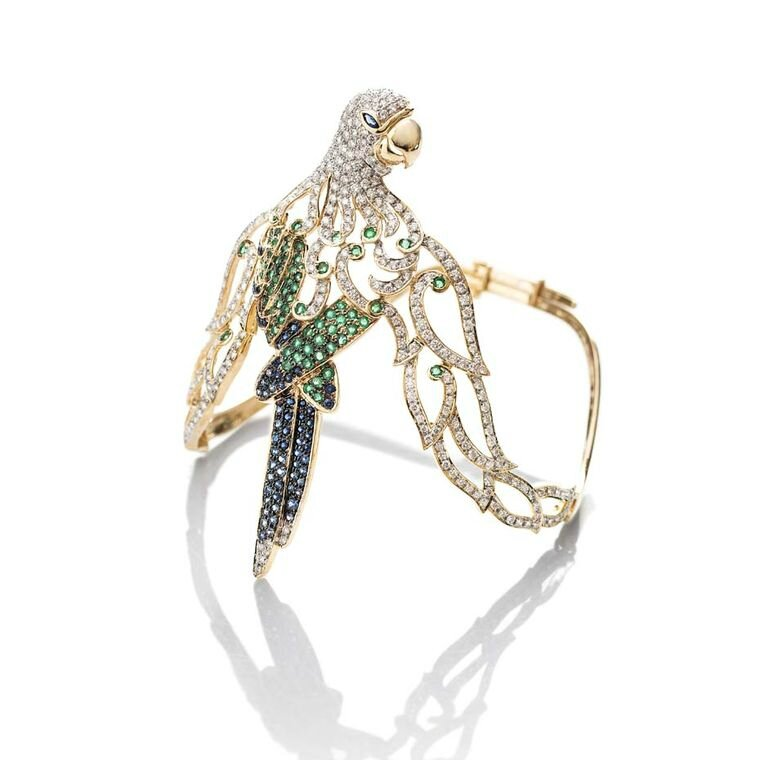 Fahra Khan_Le Jardin Exotique_An elegant parrot armlet in 18ct yellow gold with emeralds sapphires and diamonds by Farah Khan jewellery