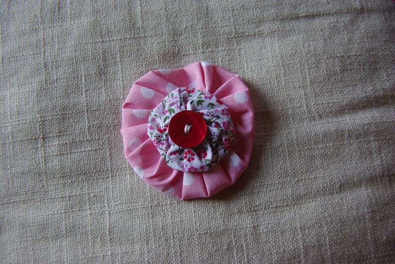 la broche rose à pois