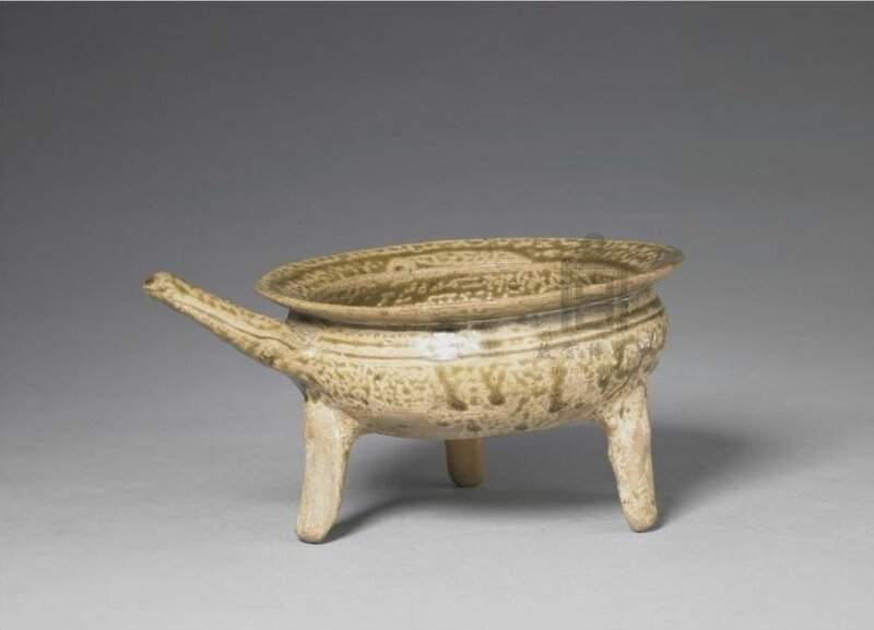A green glaze bucket, Warring States period (475-221 BC), high 10