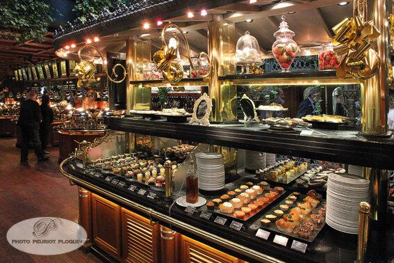 LES_GRANDS_BUFFETS_a_NARBONNE_le_buffet_des_desserts__