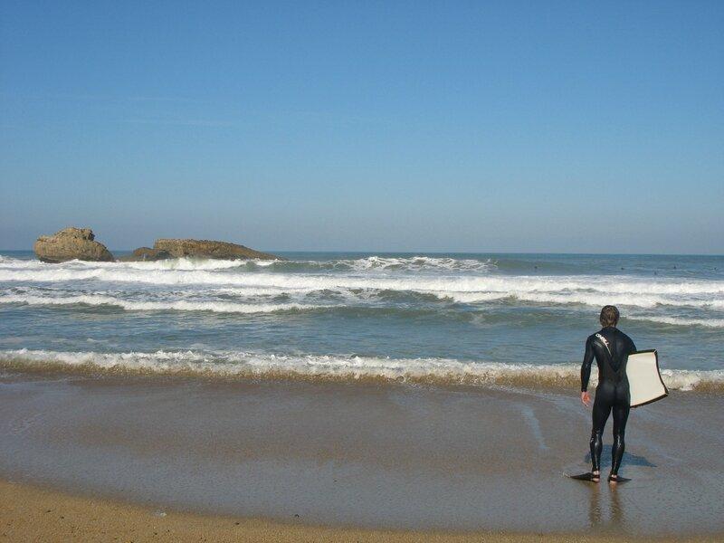 Biarritz, bodyboardeur face à l'océan (64)