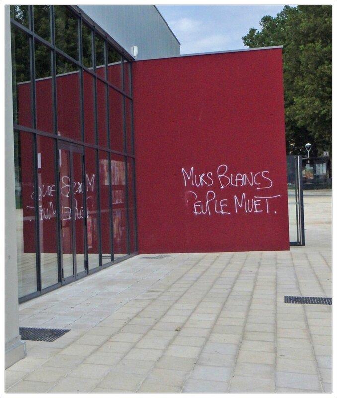 graff murs blancs Rochefort 082015