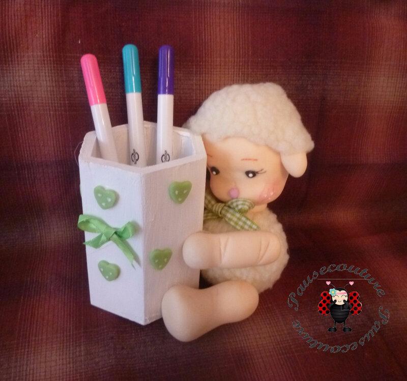 pot crayons mouton B