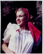 1946-08-CA-Castle_Rock_State_Park-blouse_white-by_william_carroll-011-1b