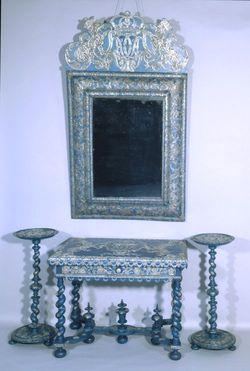 Table, miroir et guéridons filigranés
