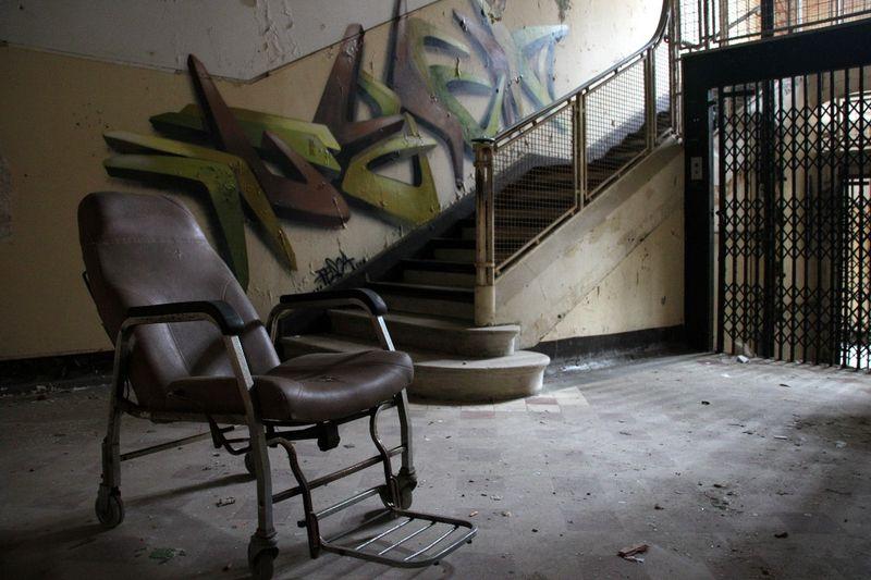 Ambiance (chaise, escalier, Pesca) Sana P_2099