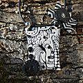 Pendentifs avec cordon, colliers, sautoirs