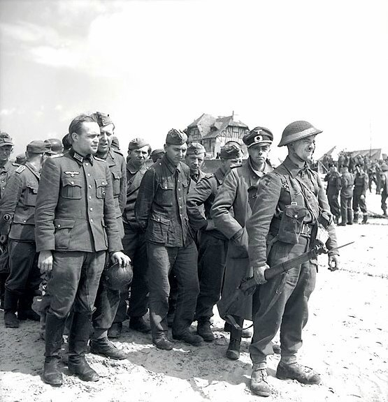 Group_of_prisoners_who_surrendered_to_Canadians_in_Courseulles