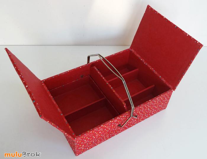 TRAVAILLEUSE-tissu-rouge-4-muluBrok-Vintage