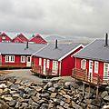 Les îles Lofoten dans la brume.Les rorbuers (5)