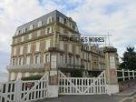 Trouville-sur-Mer,_hotel_des_roches_noires_-_panneau