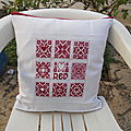 Broderie scandinavian red and white finie et montée!