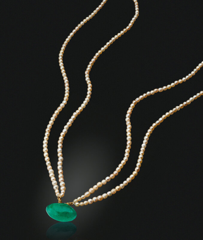 2019_NYR_17464_0303_000(an_emerald_taveez_and_pearl_necklace)